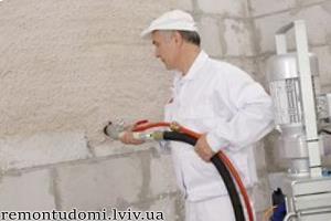 Машинна штукатурка стелі у Львові